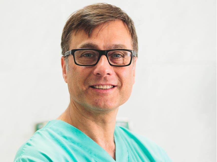 Dr. Luis Sante, especialista en anestesiología y reanimación en Ezequiel Cirugía Plástica