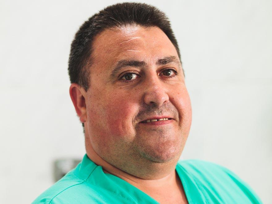 Sr. Manuel Antona, D.U.E. especializado en Cirugía Plástica