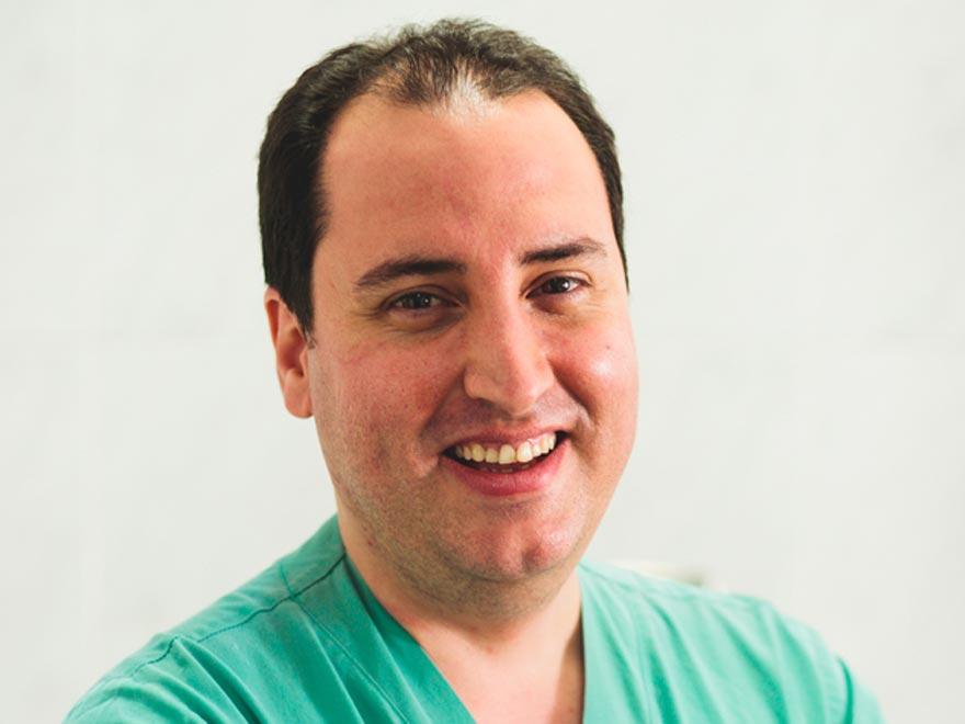 Especialista en Cirugía General y del Aparato Digestivo
